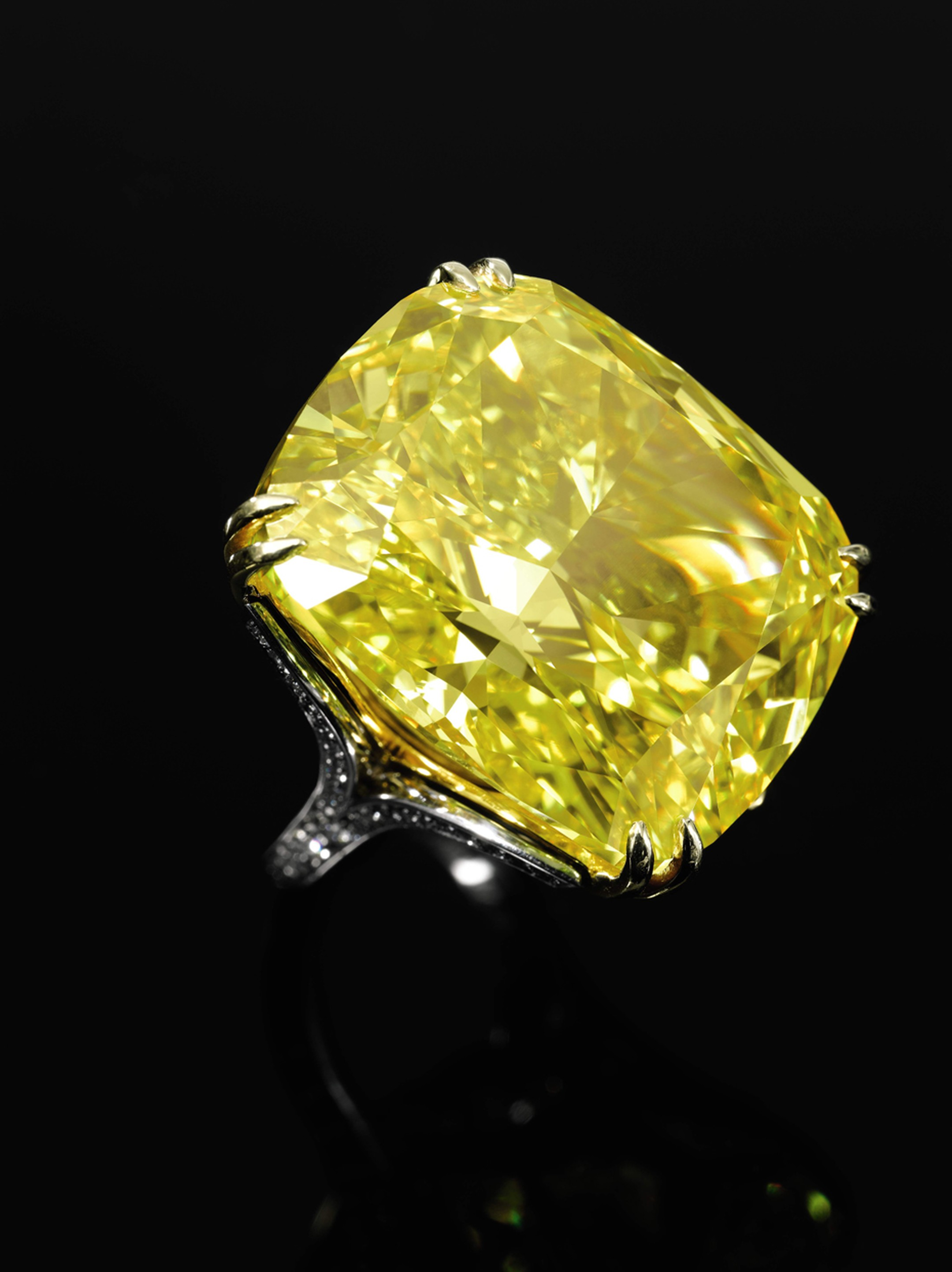 The Graff Vivid Yellow diamond ring is a detachable piece that may also be worn as a pendant. Sold for CHF 14.5million (estimate: CHF 13.4- 22.3million). Image by: Sothebys.