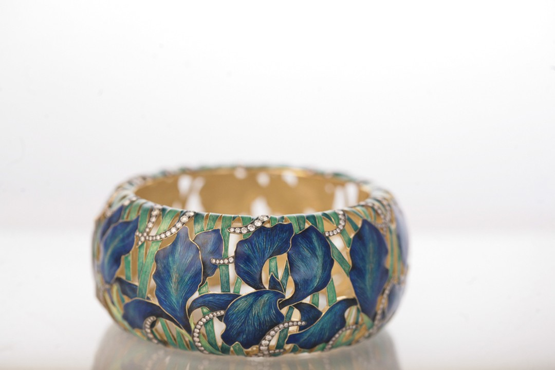 Ilgiz F uses grand feu enamelling to recreate the intricacy and vibrant colours of flowers on this bracelet