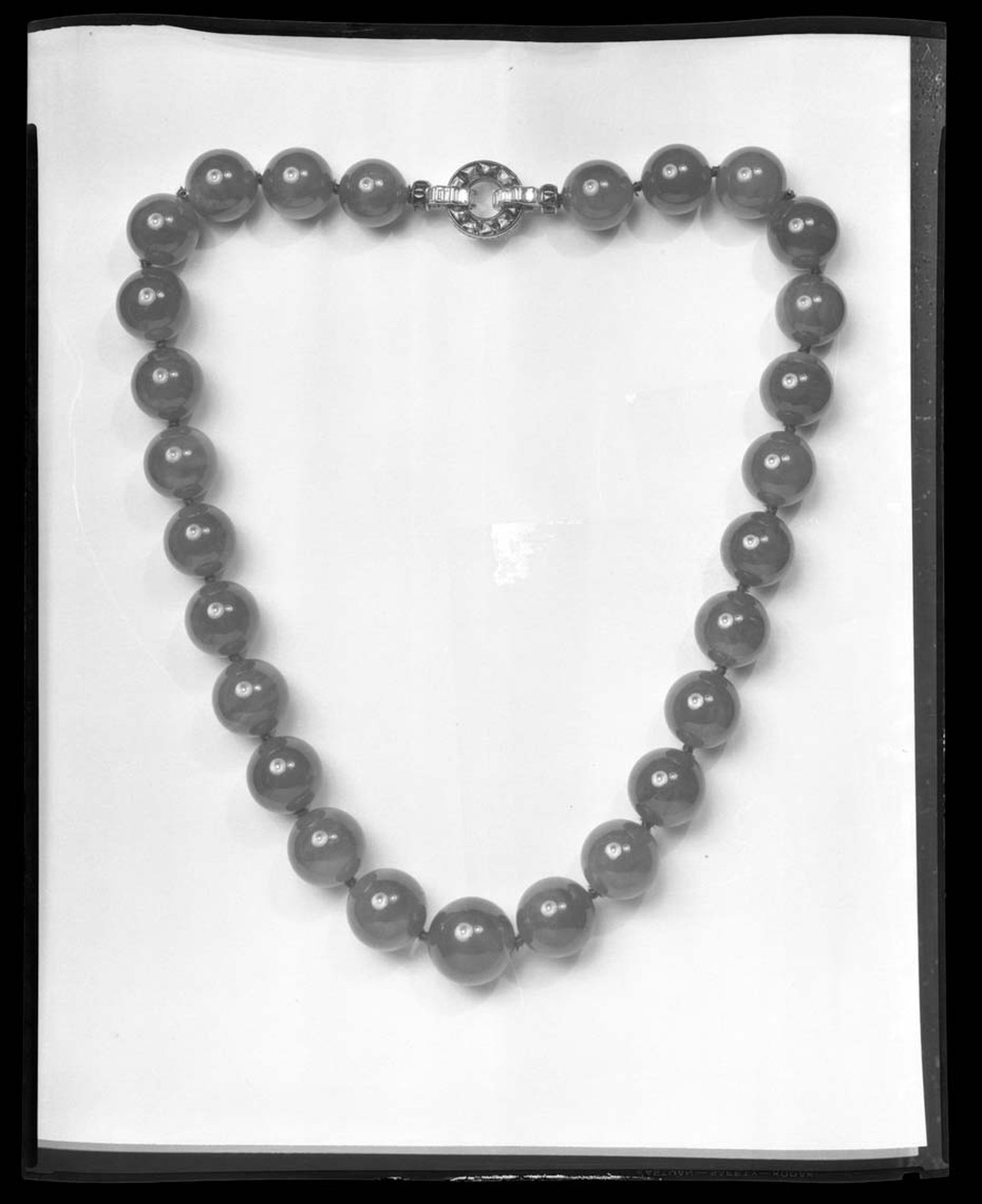 An archive photo of the famous Hutton-Mdivani necklace dating from the 1930s, after the new clasp was fitted by Cartier