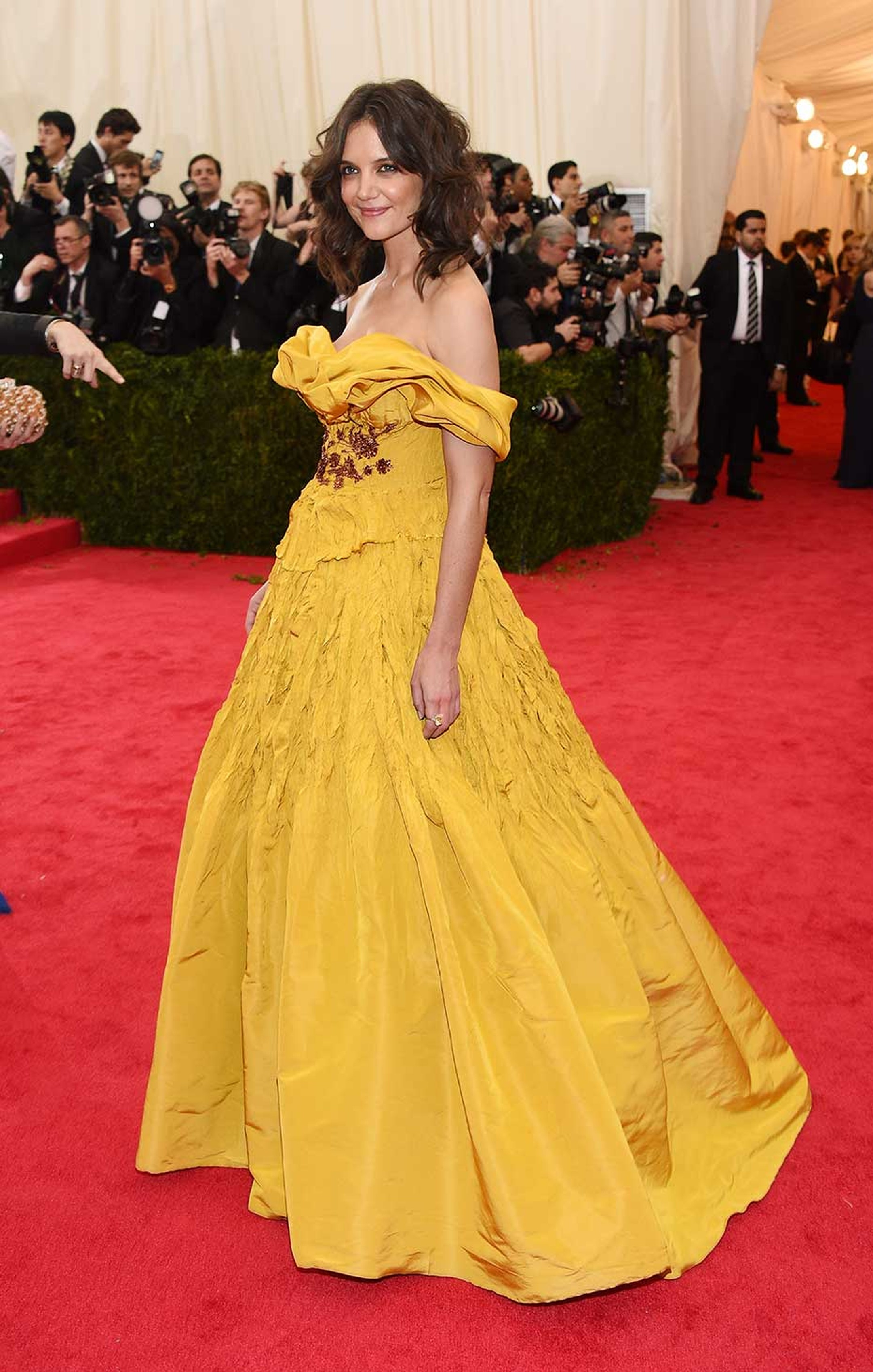 Katie Holmes coordinated her jewels with her yellow Marchesa gown: more than $2 million of Harry Winston yellow diamonds