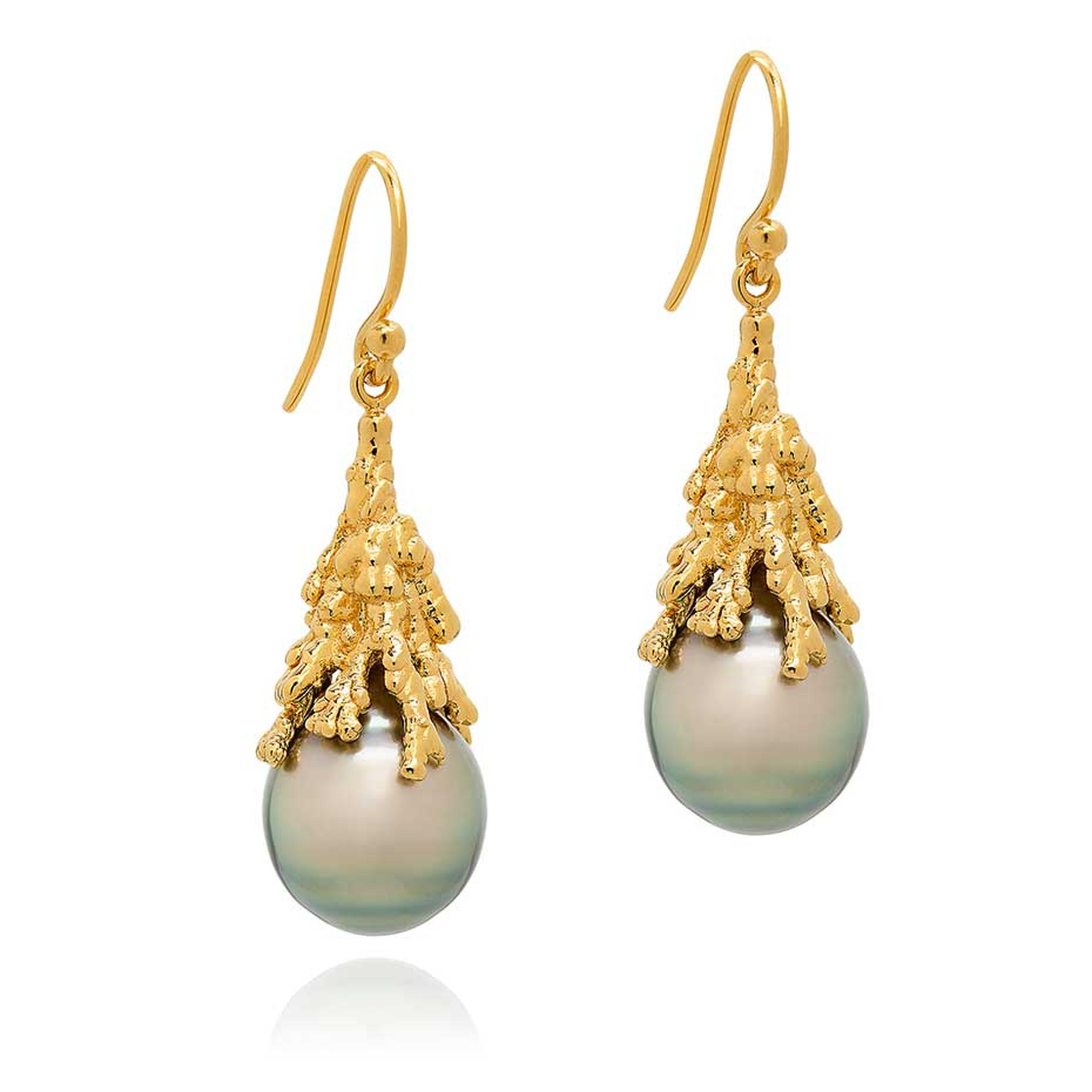 Ornella Iannuzzi joins the pioneering British designers who make up Rock Vault, which will be showing once again at the Couture Show Las Vegas. She will be debuting her Coralline Reef earrings in gold with Tahitian pearls