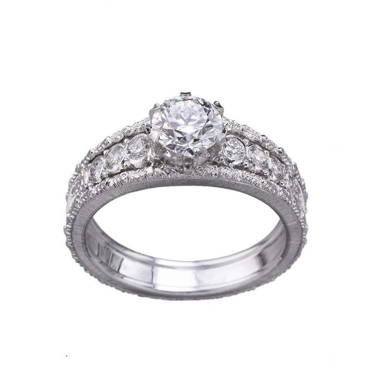 Buccellati Romanza diamond engagement ring with rigato engraving
