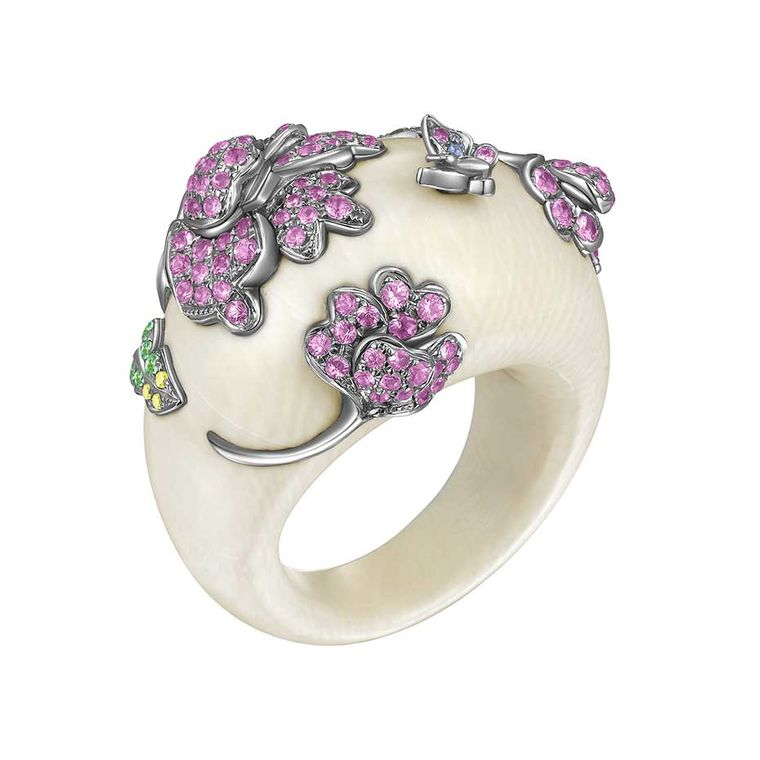 Dickson Yewn arrives at the Couture Show Las Vegas with a very distinctive collection of jewels, including this Zi Ran Collection Mammoth's ring in white gold with mammoth's ivory, pink sapphires, yellow sapphires and tsavorites