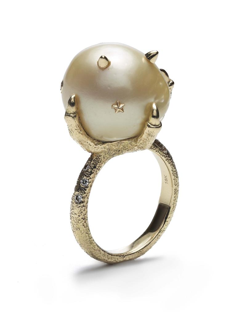 Bibi van der Velden Pearl Claw gold ring with diamonds