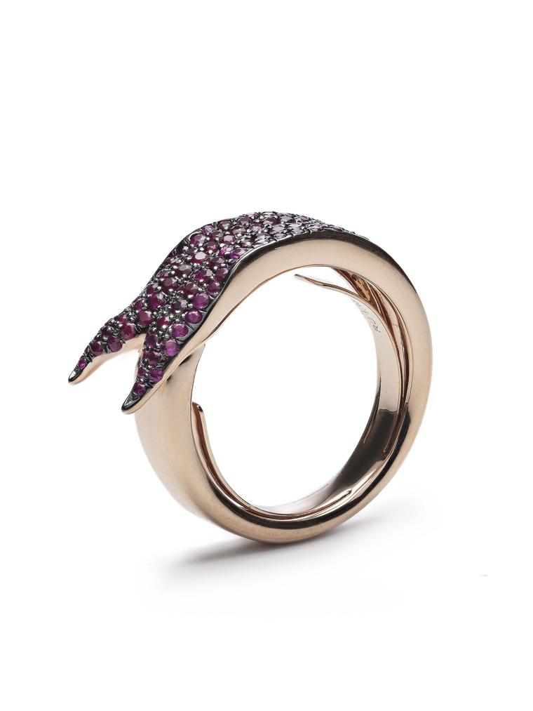 Bibi van der Velden Snake Tongue ring in yellow gold with rubies