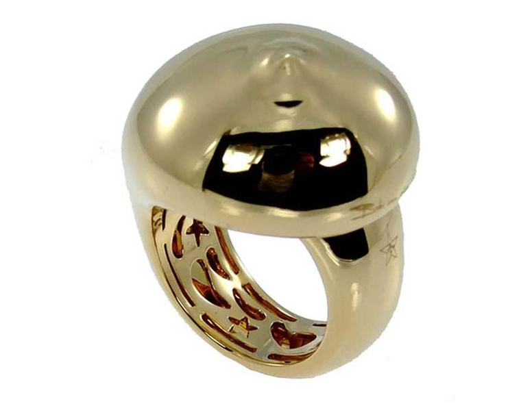 Tit ring, inspired by the sculpture of the same name, created in collaboration with her mother, Michèle Deiters