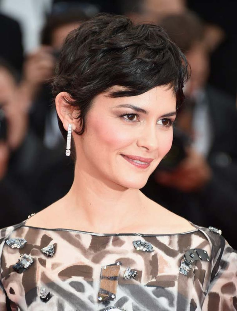 Audrey Tautou offset her embellished monochrome dress with chic diamond drop earrings by Chaumet