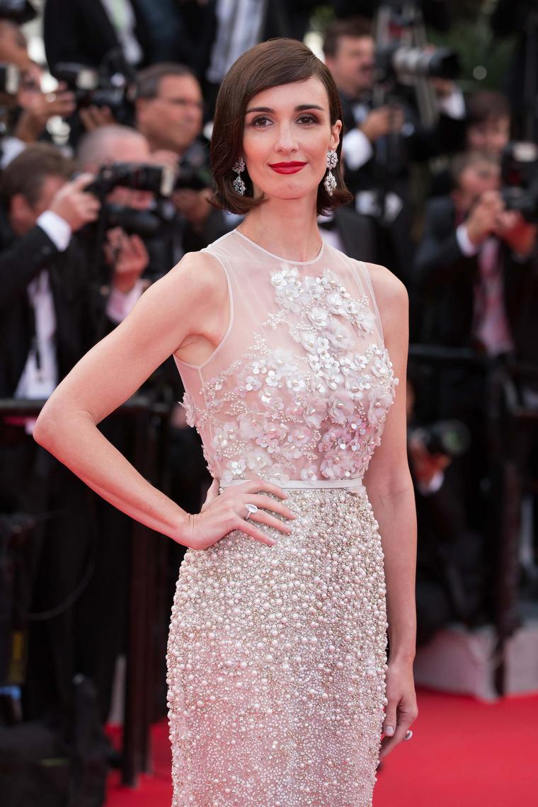 'Grace of Monaco' actress Paz Vega accessorised her dreamy dress with a pair of fancy-cut white diamond drop earrings and a white diamond cocktail ring by Chopard