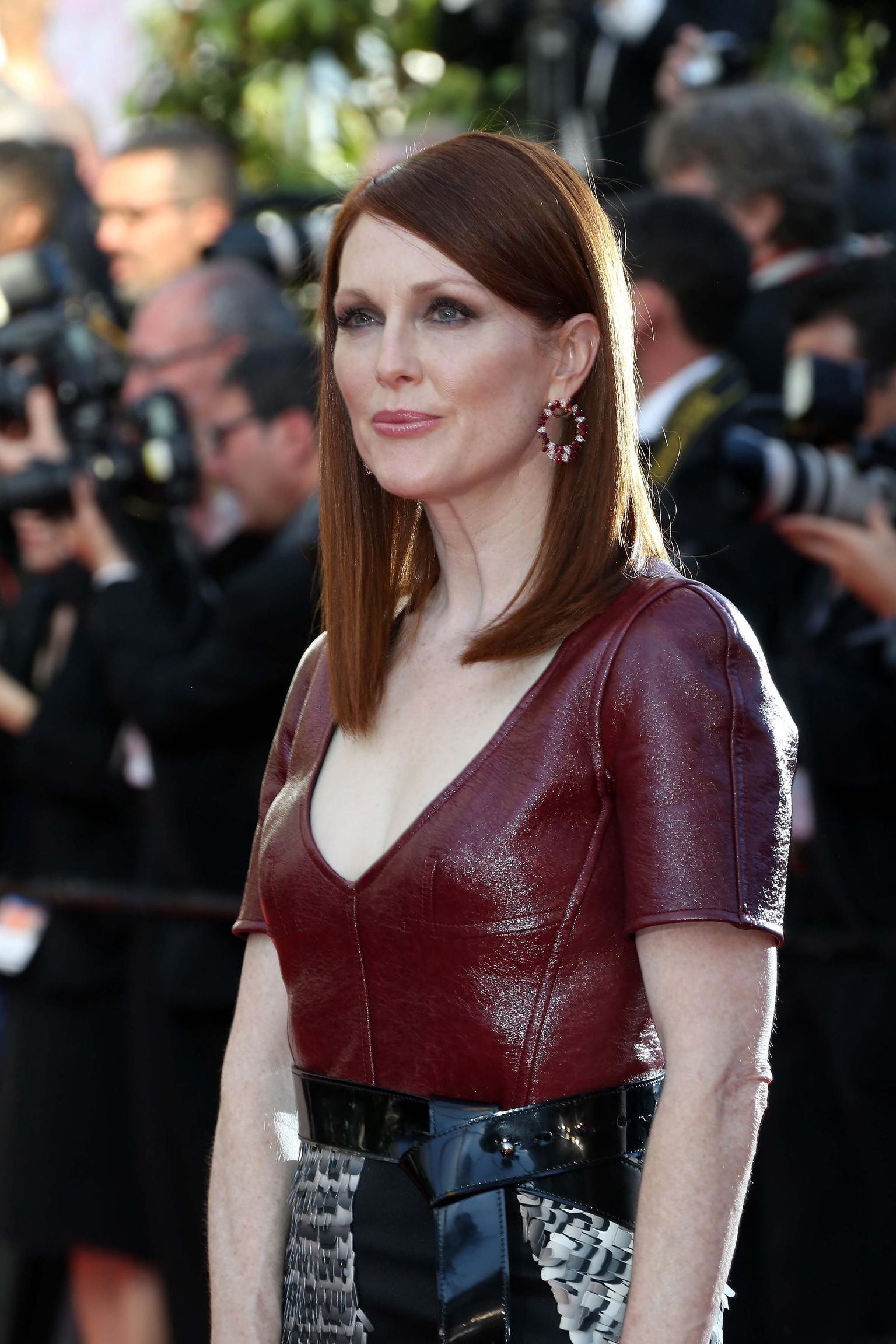 Known for her impeccable red carpet choices, Julianne Moore looked sensational in Louis Vuitton and Chopard jewels at the premiere of 'Mr Turner'