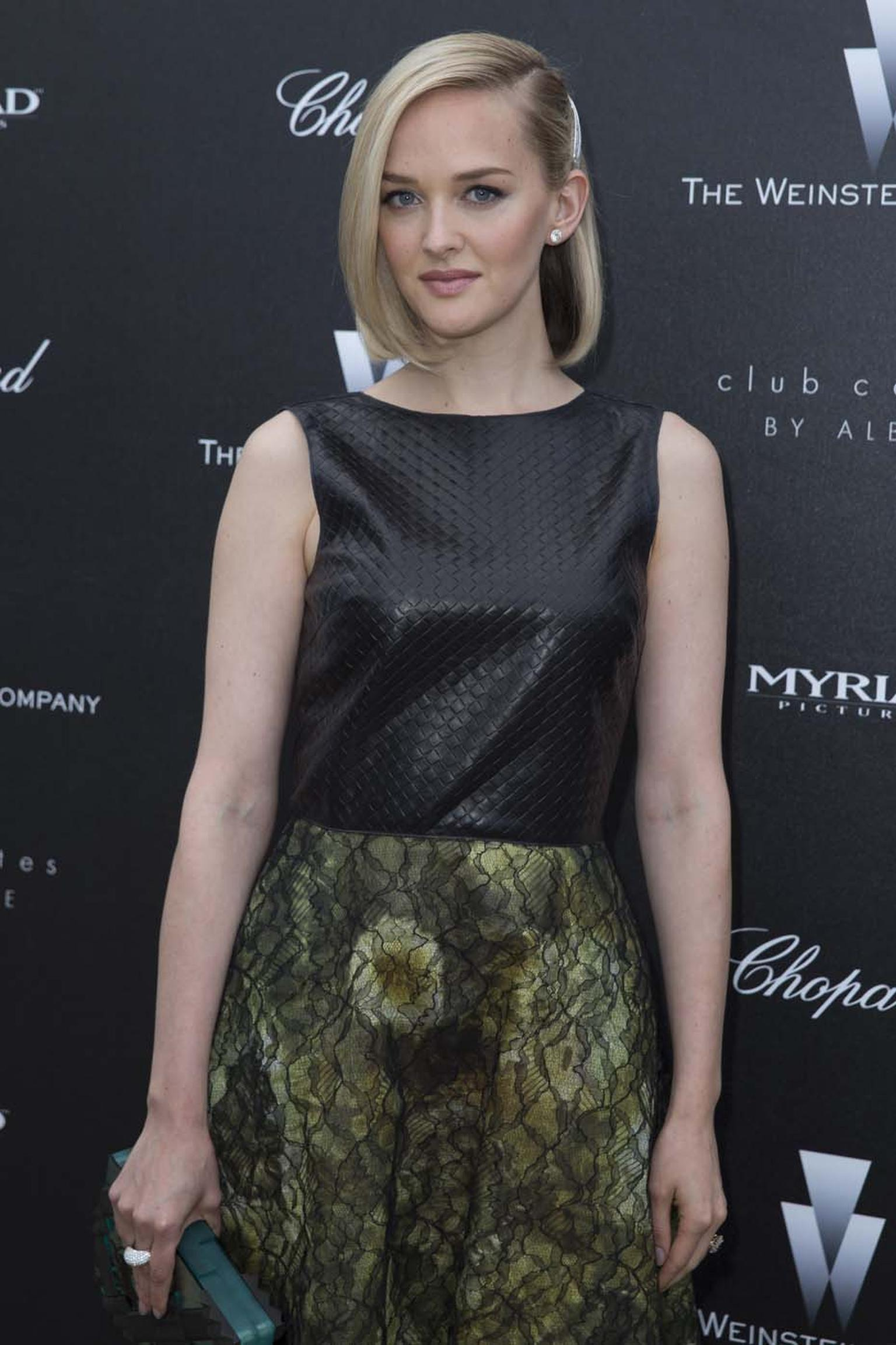 Jess Weixler at the Weinstein party wearing Chopard's brilliant-cut diamond earrings and ring.