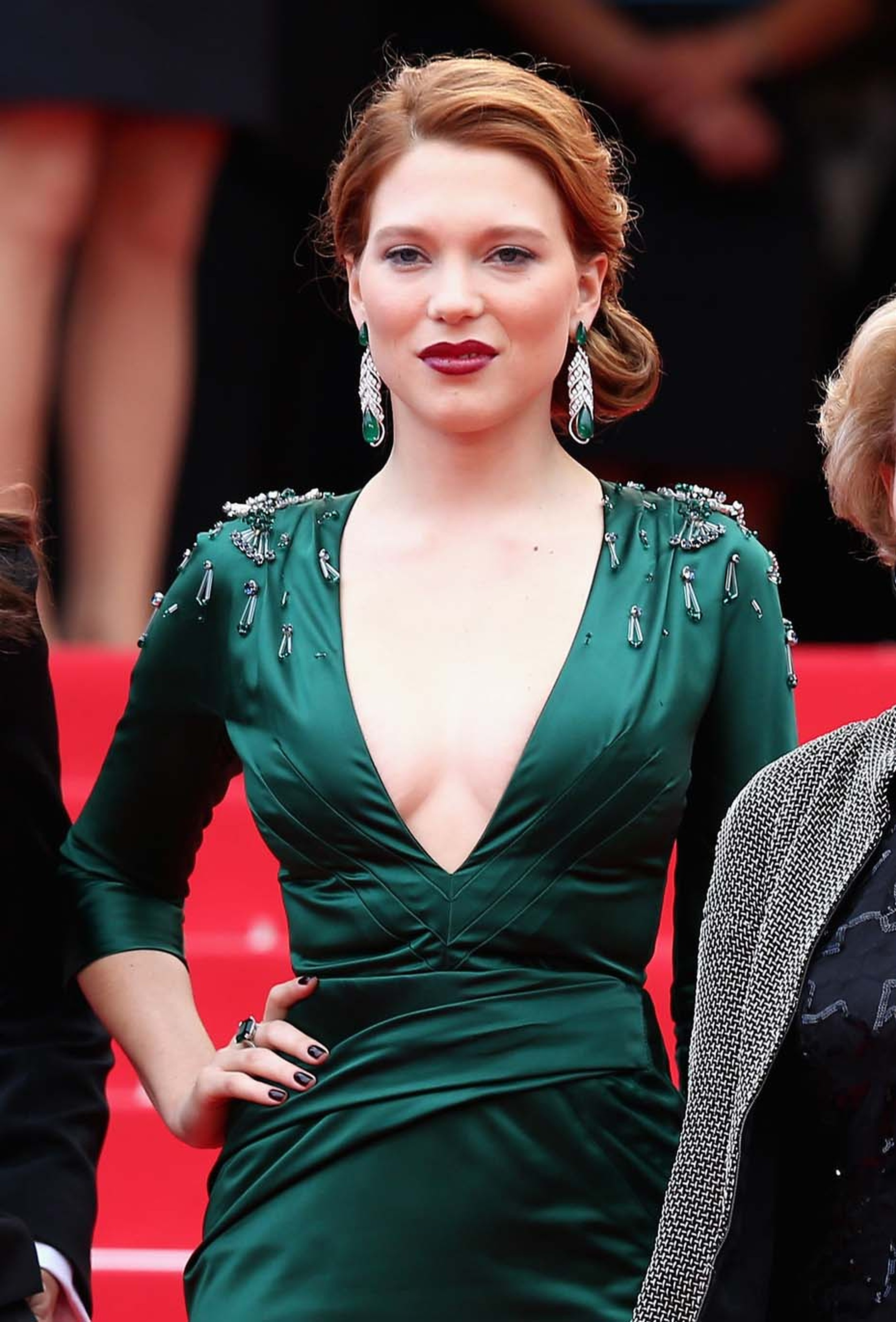 Léa Seydoux was a showstopper in her Prada gown and jewels by Chopard: earrings featuring 39ct of pear-shaped emeralds and a 13.36ct octagonal-cut emerald ring.