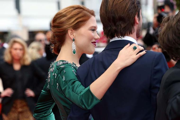Léa Seydoux stole the show on the Cannes red carpet this weekend in head-to-toe emerald green, including a plunging gown and Chopard emerald jewels.