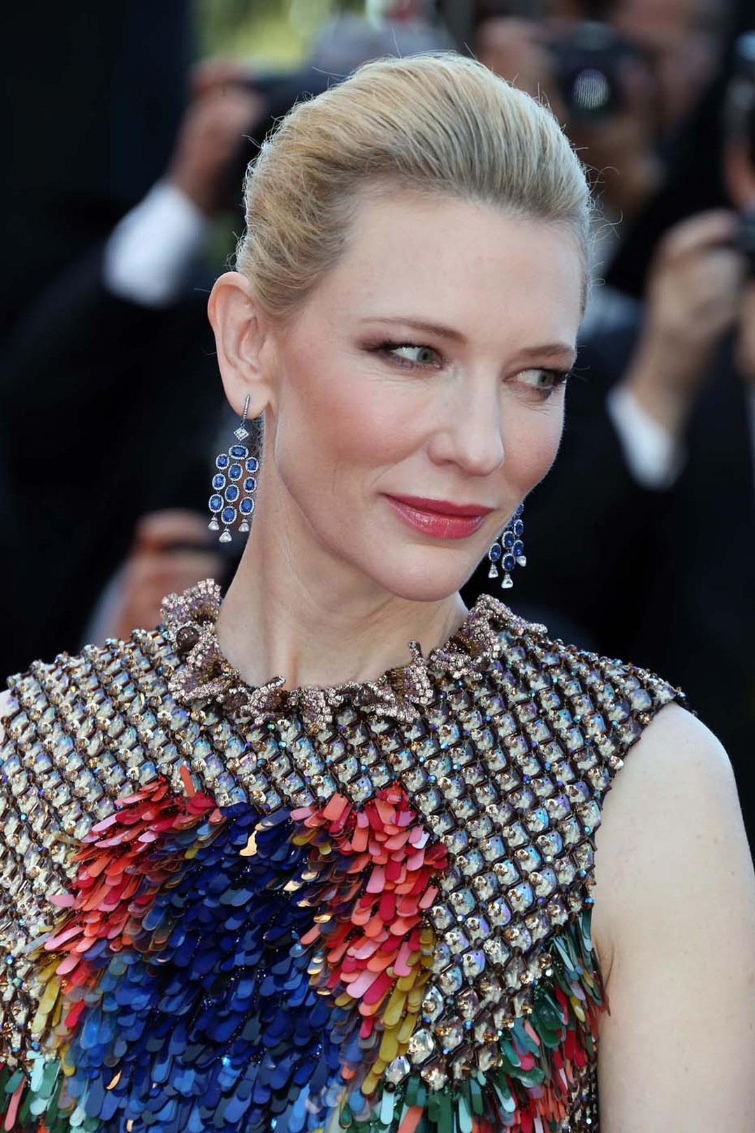 With a slicked back up-do, Cate Blanchett showed off her Chopard sapphire drop earrings at the premiere of How to Train Your Dragon 2, which perfectly complimented the colourful sequins on her Givenchy dress