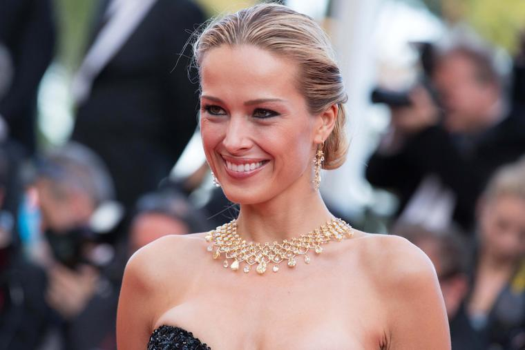 Model Petra Nemcova wore one of the most impressive red carpet jewels of the day: a yellow and white diamond collar necklace from the Chopard Red Carpet Collection, sparkling with 145ct of diamonds