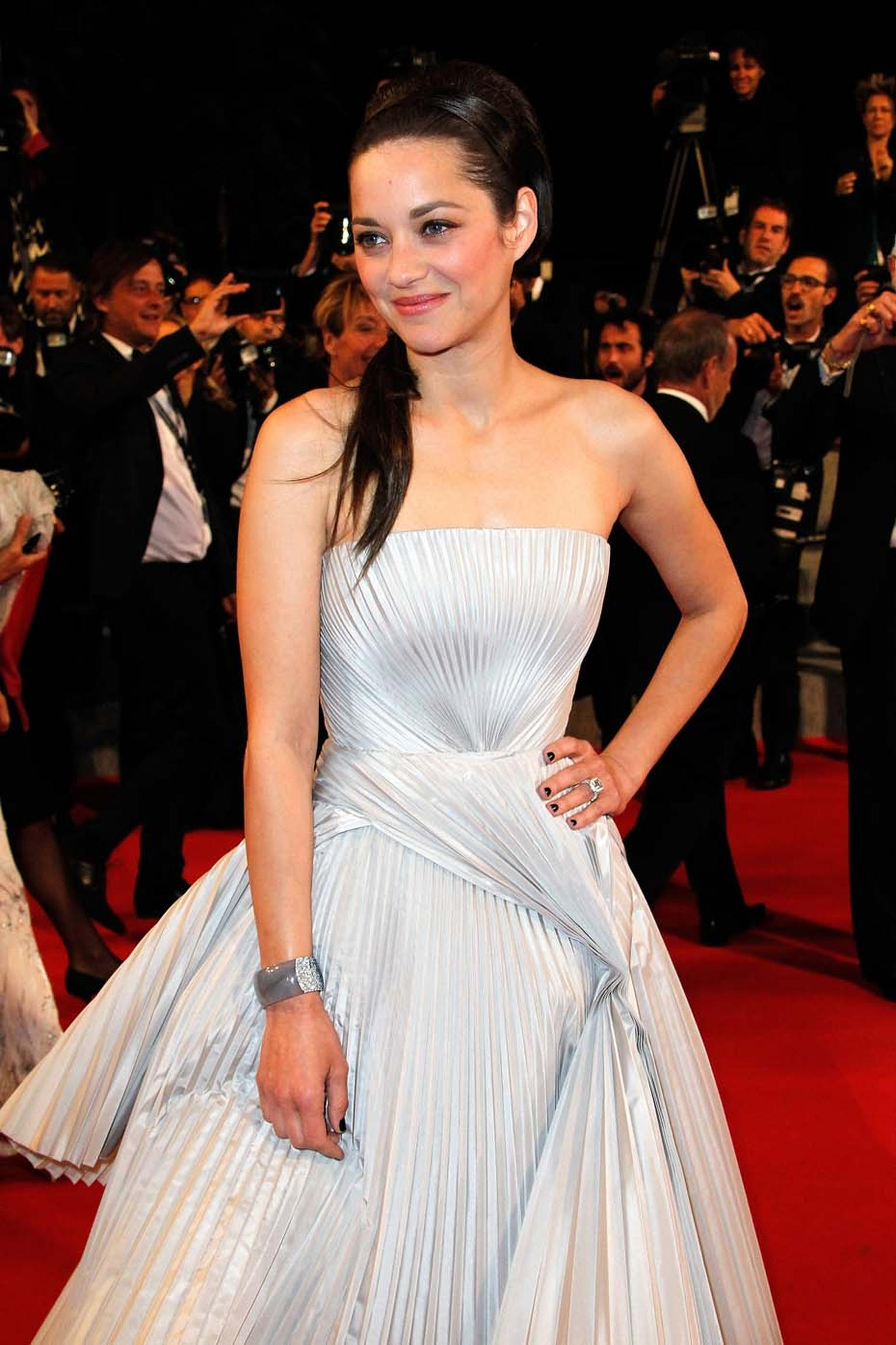 Marion Cotillard wore an unusual jadeite bracelet and a diamond ring, both by Chopard, to the premiere of  L'Homme Qu'on Aimait Trop on day eight of the 67th Cannes Film Festival