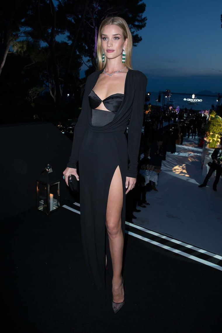 Rosie Huntington-Whiteley accessorised her dramatic black gown with de GRISOGONO earrings featuring 50 pear-cut emeralds alternated in stripes with 726 white diamonds