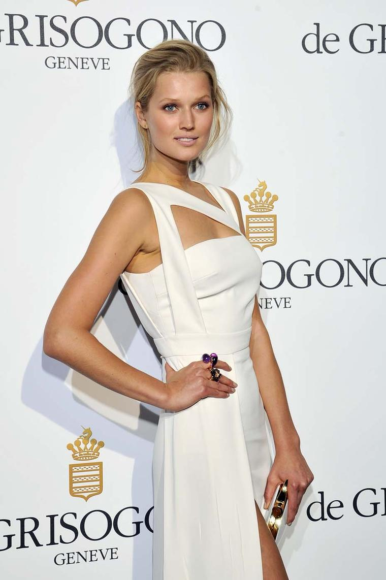 Toni Garrn looked magnificent in an Elie Saab gown, the perfect backdrop to her large de GRISOGONO Sensualona amethyst ring and rose gold Gocce ring