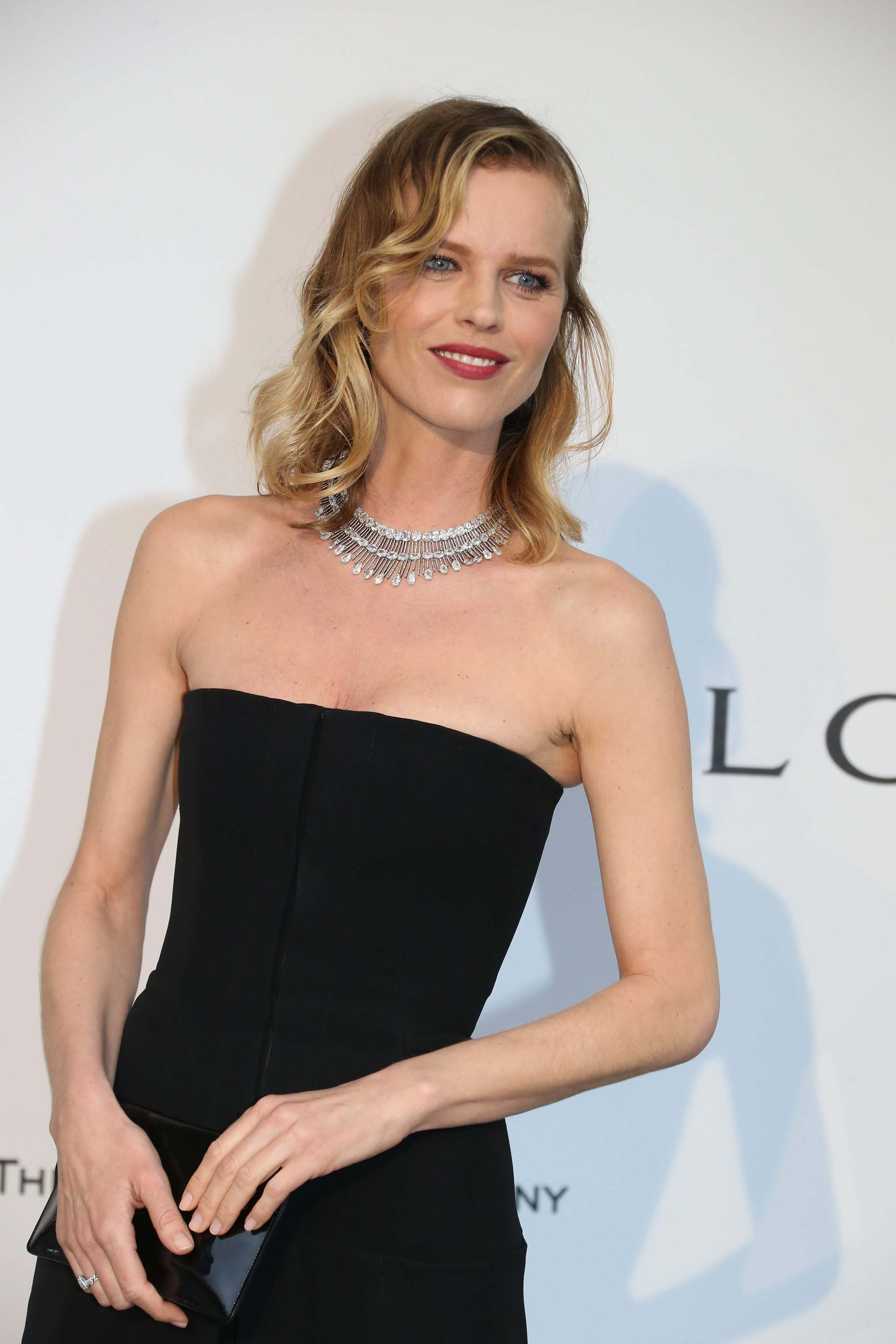 Model Eva Herzigova chose a pear-cut and cushion-cut diamonds necklace and radiant-cut diamonds earrings, both in white gold, by Chopard