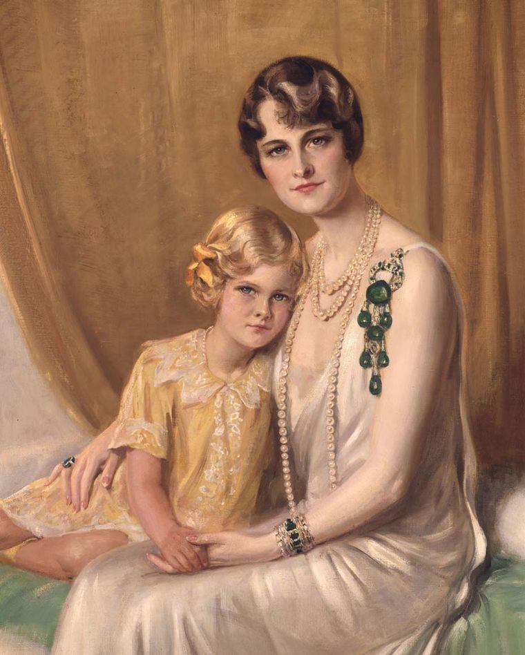 Marjorie Merriweather Post sat alongside her daughter Nedenia Hutton wearing a Cartier emerald and diamond pendant brooch. Image: Courtesy Hillwood Estate, Museum and Gardens