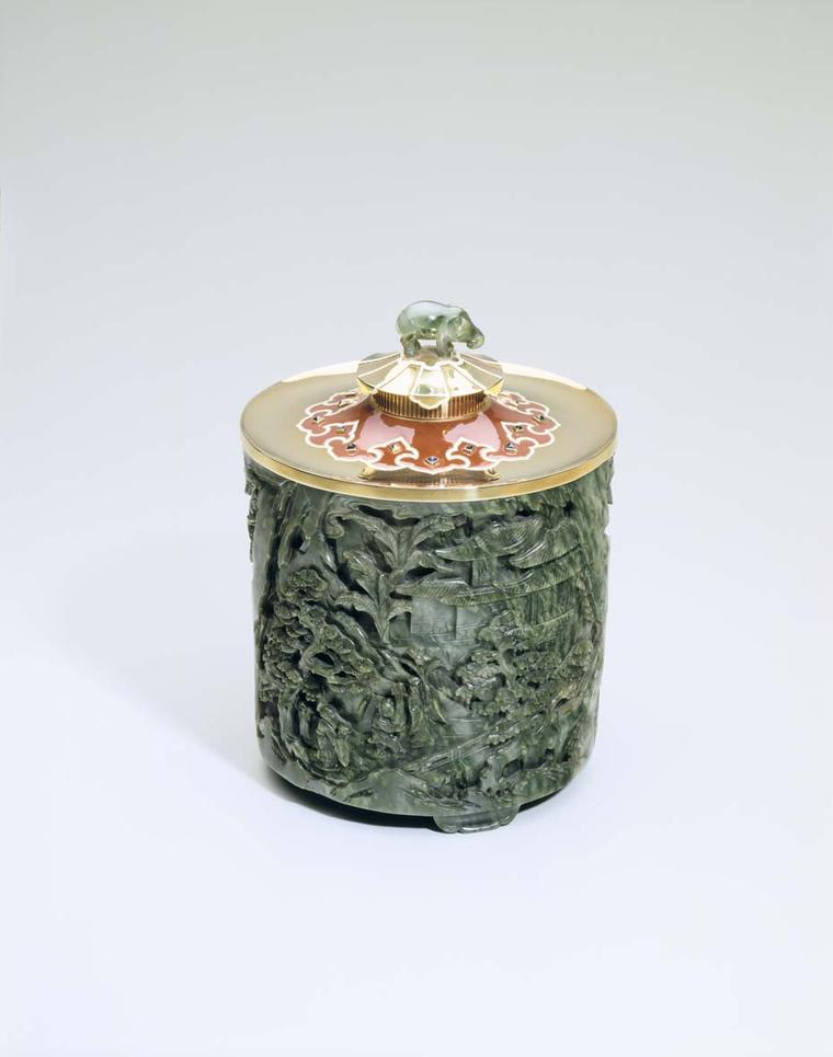 Cartier gold tobacco jar with jade, enamel and sapphires dating from 1930. Image: Courtesy Hillwood Estate, Museum and Gardens