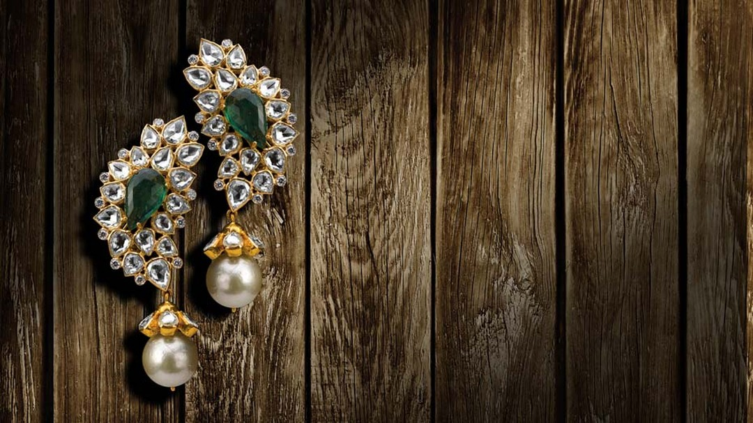 Birdhichand Ghanshyamdas earrings with rose-cut diamonds, emeralds and pearl drops.