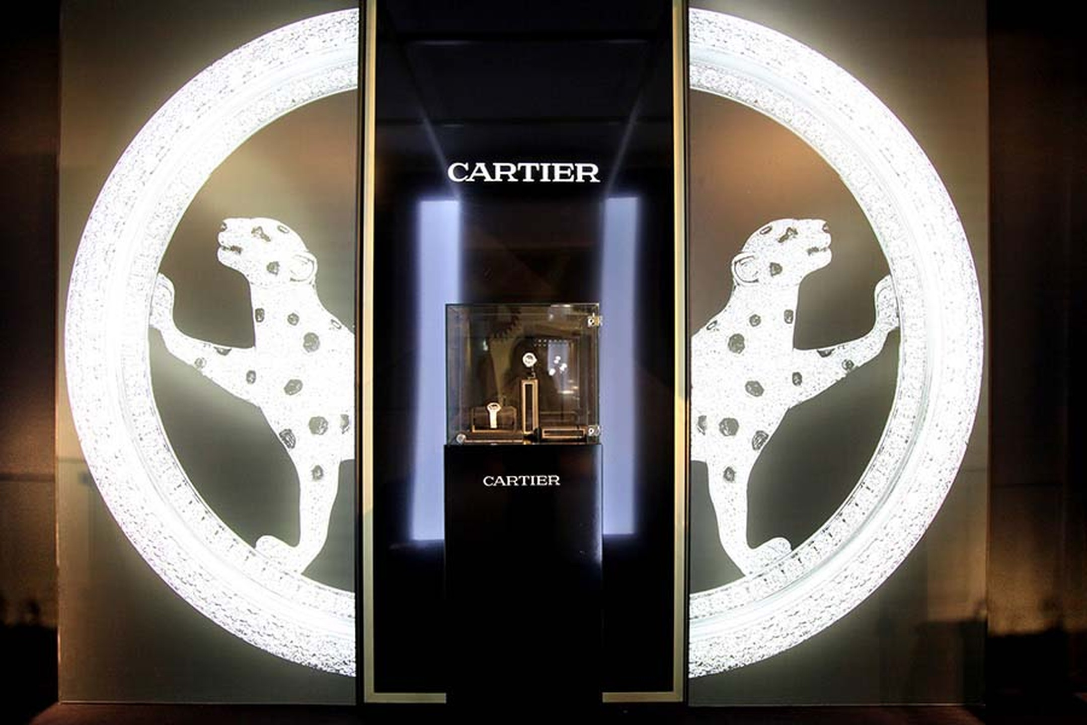 Cartier seduces at the SIAR in Madrid with a lavish display of watches and jewellery.