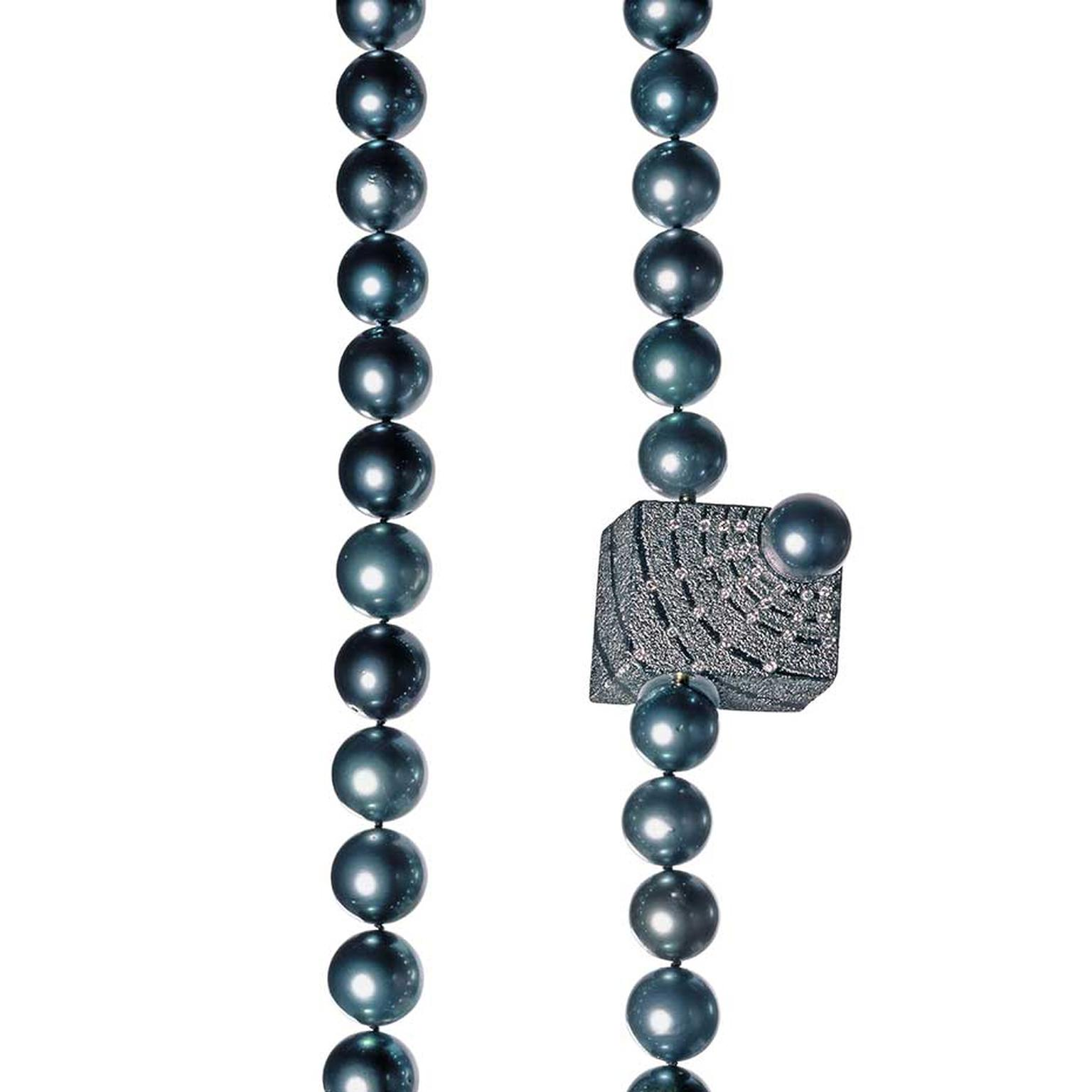 Atelier Zobel Vario clasp in gold and silver, with a Tahitian pearl and champagne brilliant diamonds.