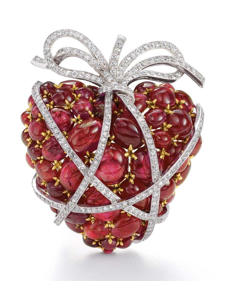 Verdura Wrapped Heart Brooch featuring cabochon rubies and diamonds in platinum, circa 1949.
