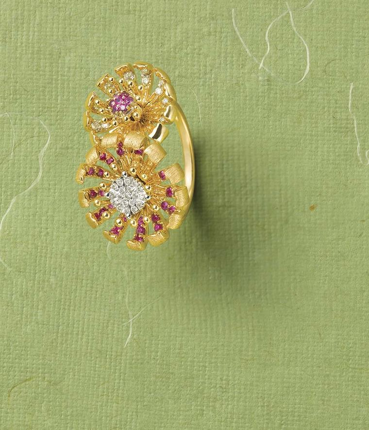 Tanishq Zyra collection ring crafted in yellow gold in the shape of two chrysanthemums.