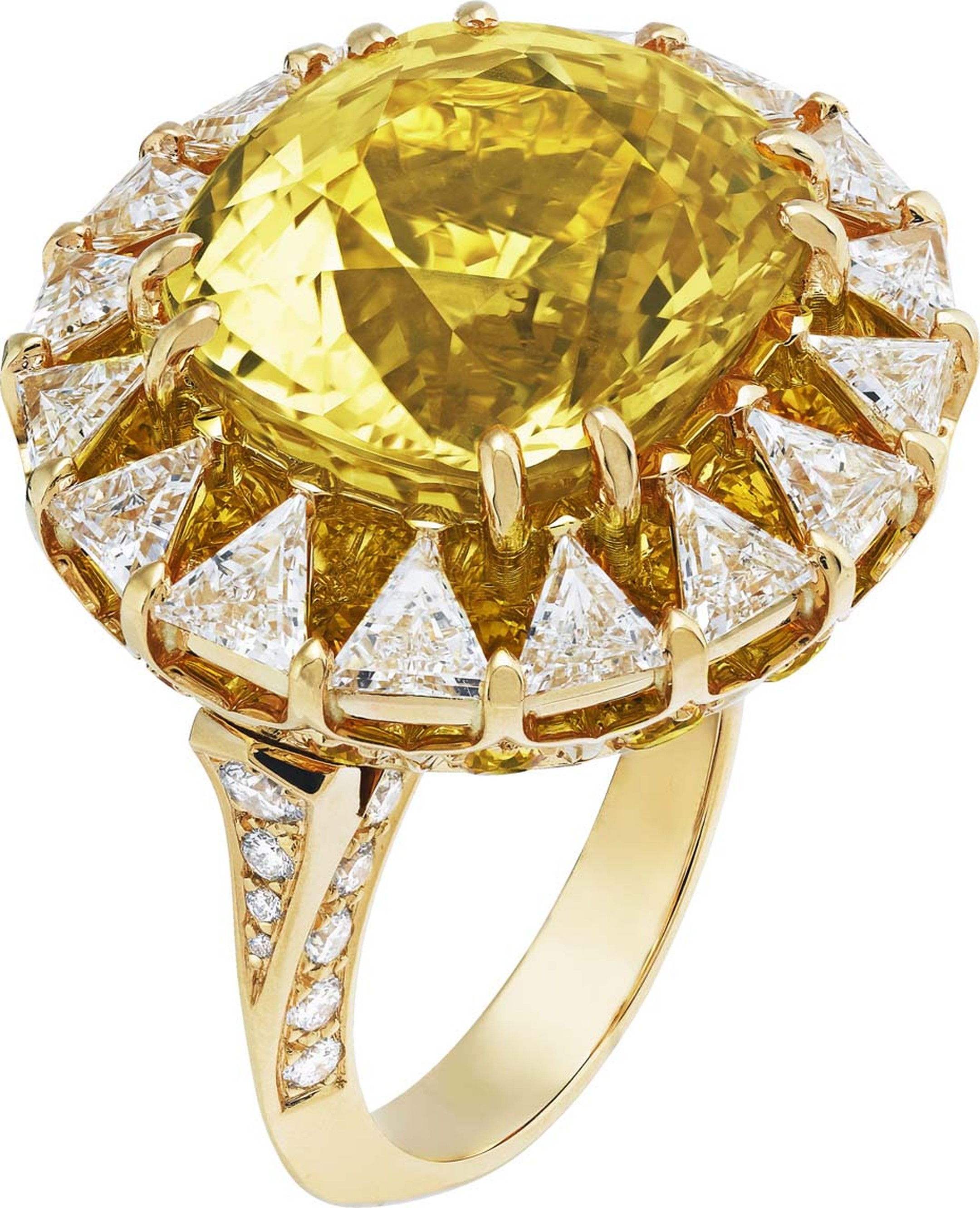 Van Cleef & Arpels Peau d'Ane Happy Marriage collection Solar ring in yellow gold with a central 16ct cushion-cut yellow sapphire, round and trillion-cut diamands and round yellow sapphires.