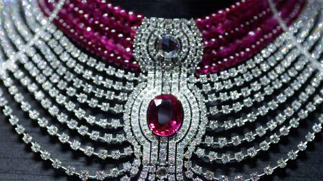Cartier's interchangeable ruby and diamond choker featuring a 15ct ruby.