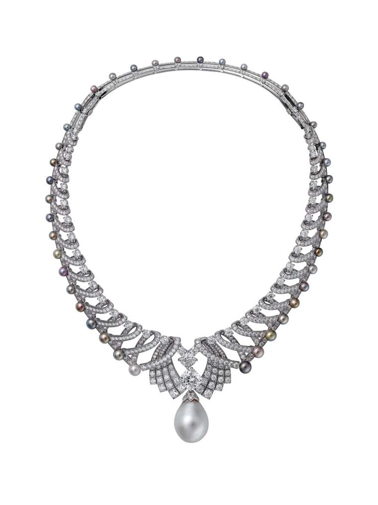 Thanks to an innovative sliding system, Cartier has created a transformable piece of jewellery that will be presented at the 2014 Biennale des Antiquaires and can be worn as a tiara or a necklace.