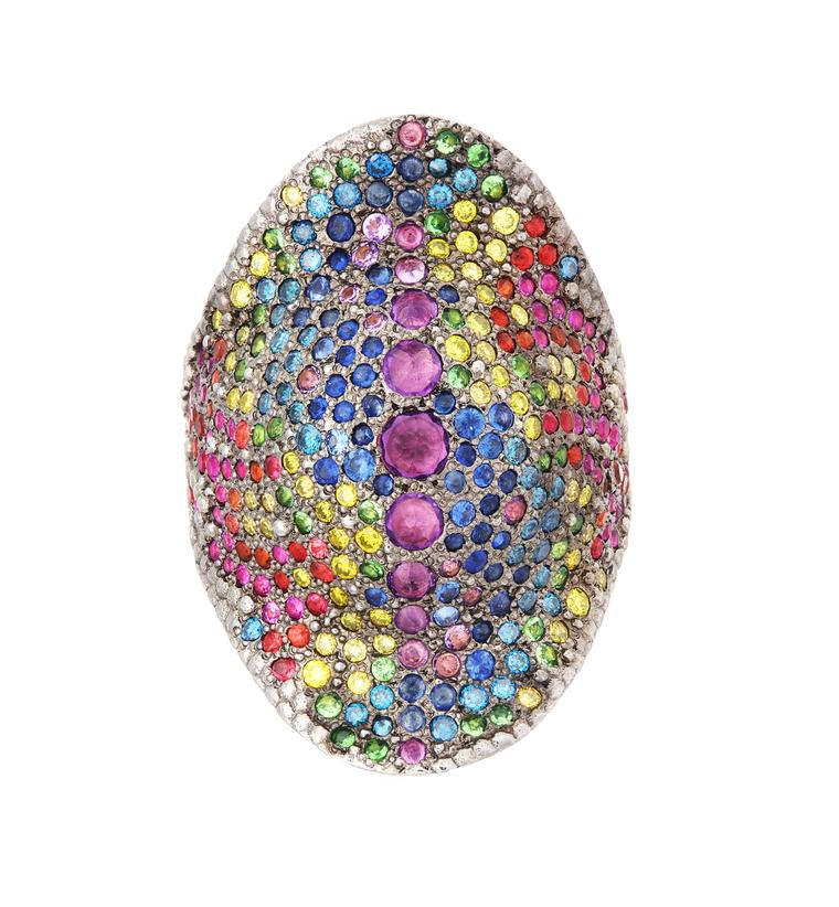 Venyx Reptilia Tartaruga Rainbow Camaeleo ring in yellow gold with multi-coloured gemstones.