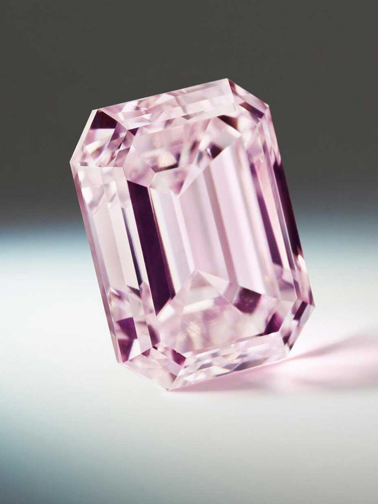 The Argyle Rosette, from the Argyle Pink Diamonds Tender 2014, is a 2.17ct emerald cut Purple-Pink diamond. Its name is inspired by the Roseate Turn, a European bird that is becoming increasingly rare.