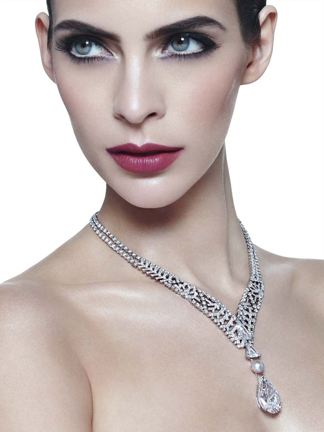 Cartier's Royal collection necklace not only features a flawless diamond but is also adorned with an openwork lattice of diamonds on the necklace which moves down the neck in a V-shape arrangement to converge in a 5.12ct kite-shaped diamond. Beyond the la