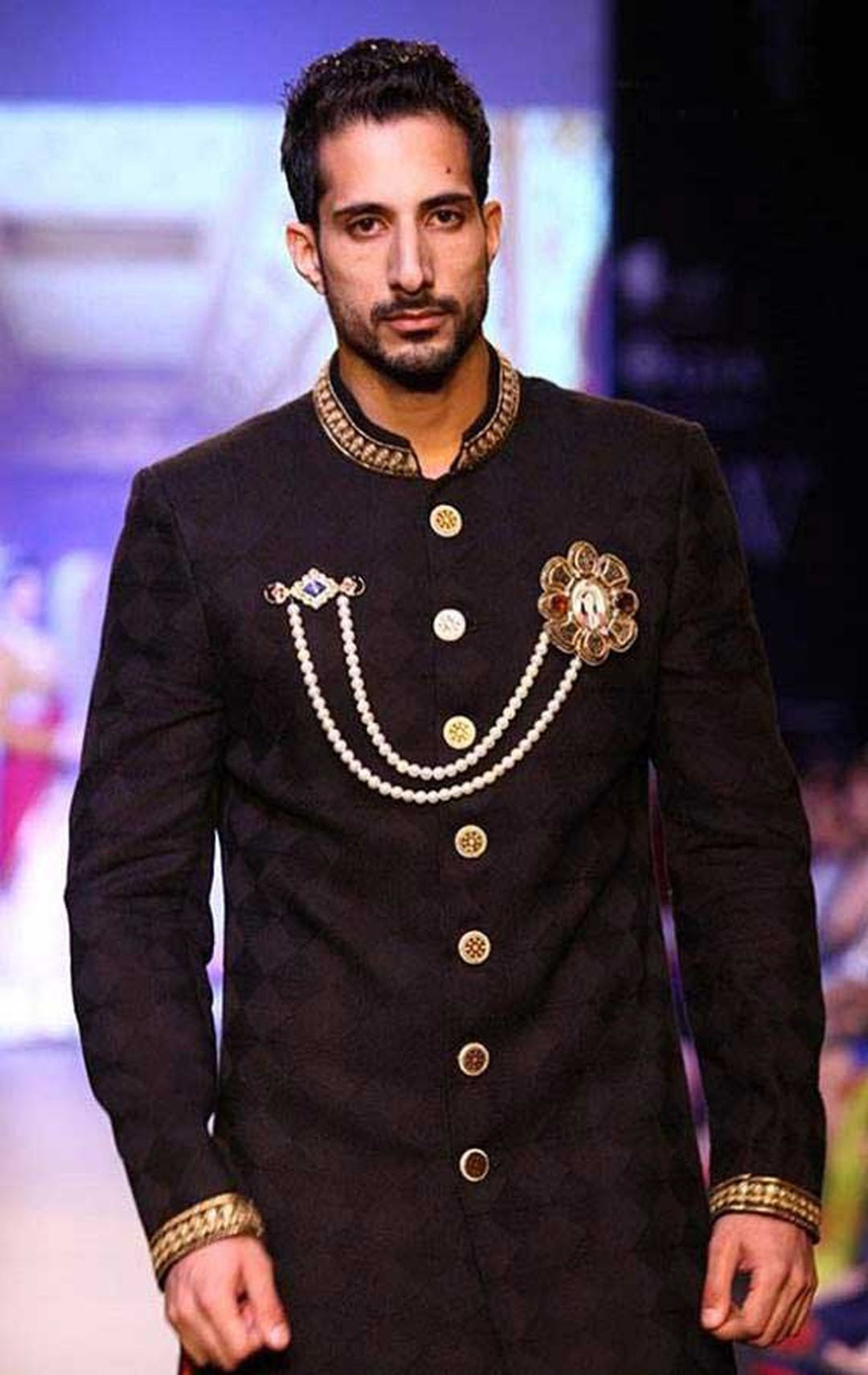 A model at IIJW 2013 wearing Golecha jewels, including jewelled kurta buttons and an elaborate brooch.