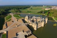 Richard Mille sponsors the Chantilly Arts & Elegance weekend including a beauty contest for fine cars at Chantilly
