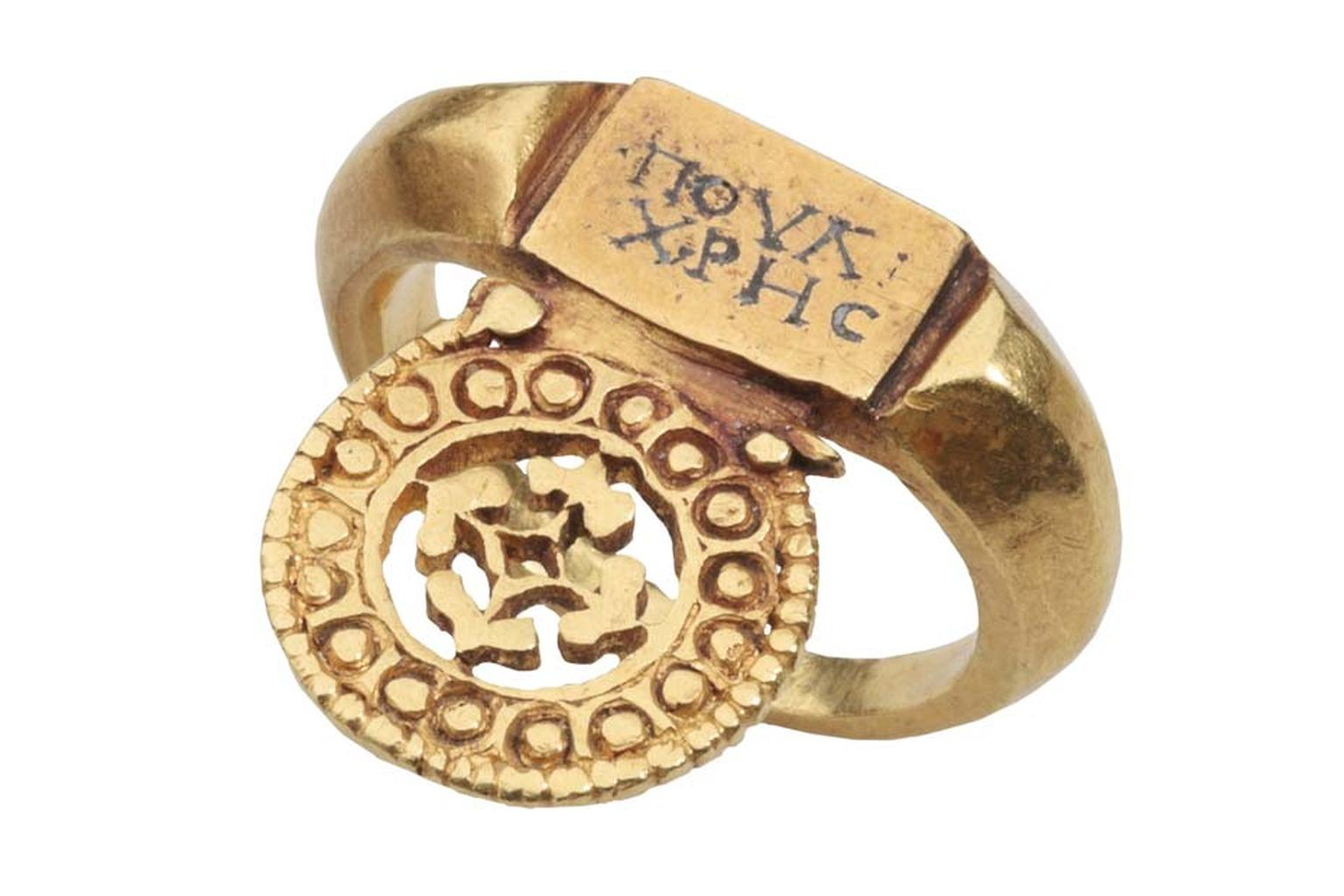 Les Enluminures Roman ring with Greek inscription.