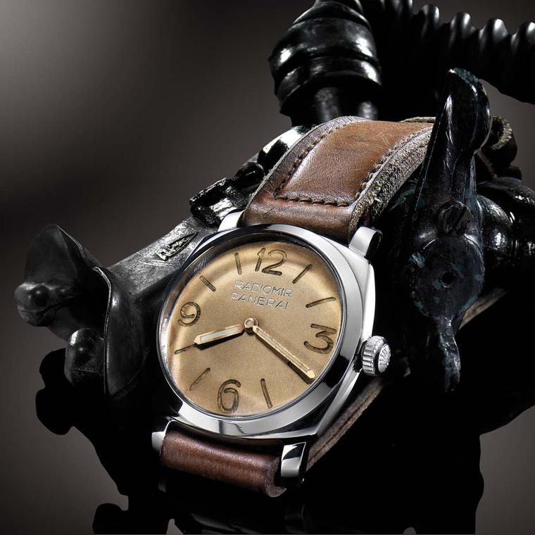 Featuring a Radiomir dial and Rolex 618 17-jewel movement, only 36 Panerai 6154's were produced. It is known among collectors as the Piccolo Egiziano and has an estimated value of £300,000.