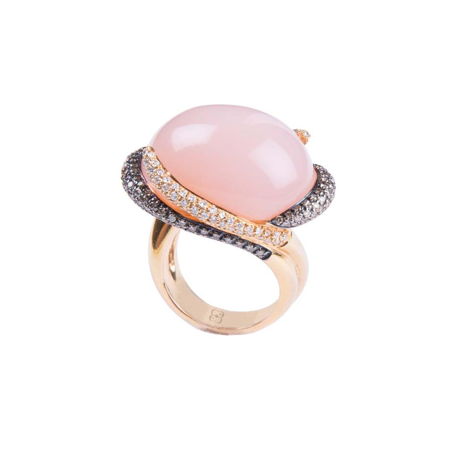 Elena Carrera rose quartz ring with brown and white diamonds (5,830€).