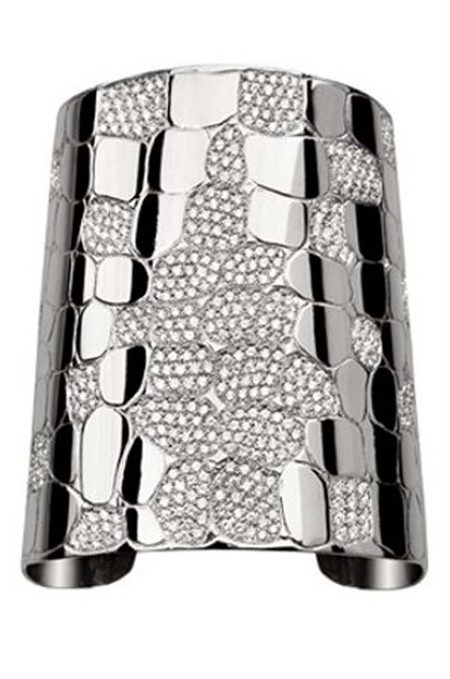 Elena Carrera Amazonia bracelet in white gold.