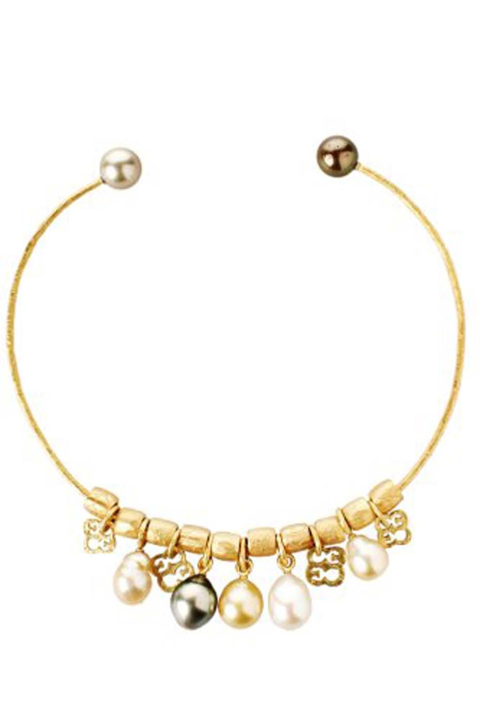 Elena Carrera yellow gold choker with pearls and charms (2,029€).