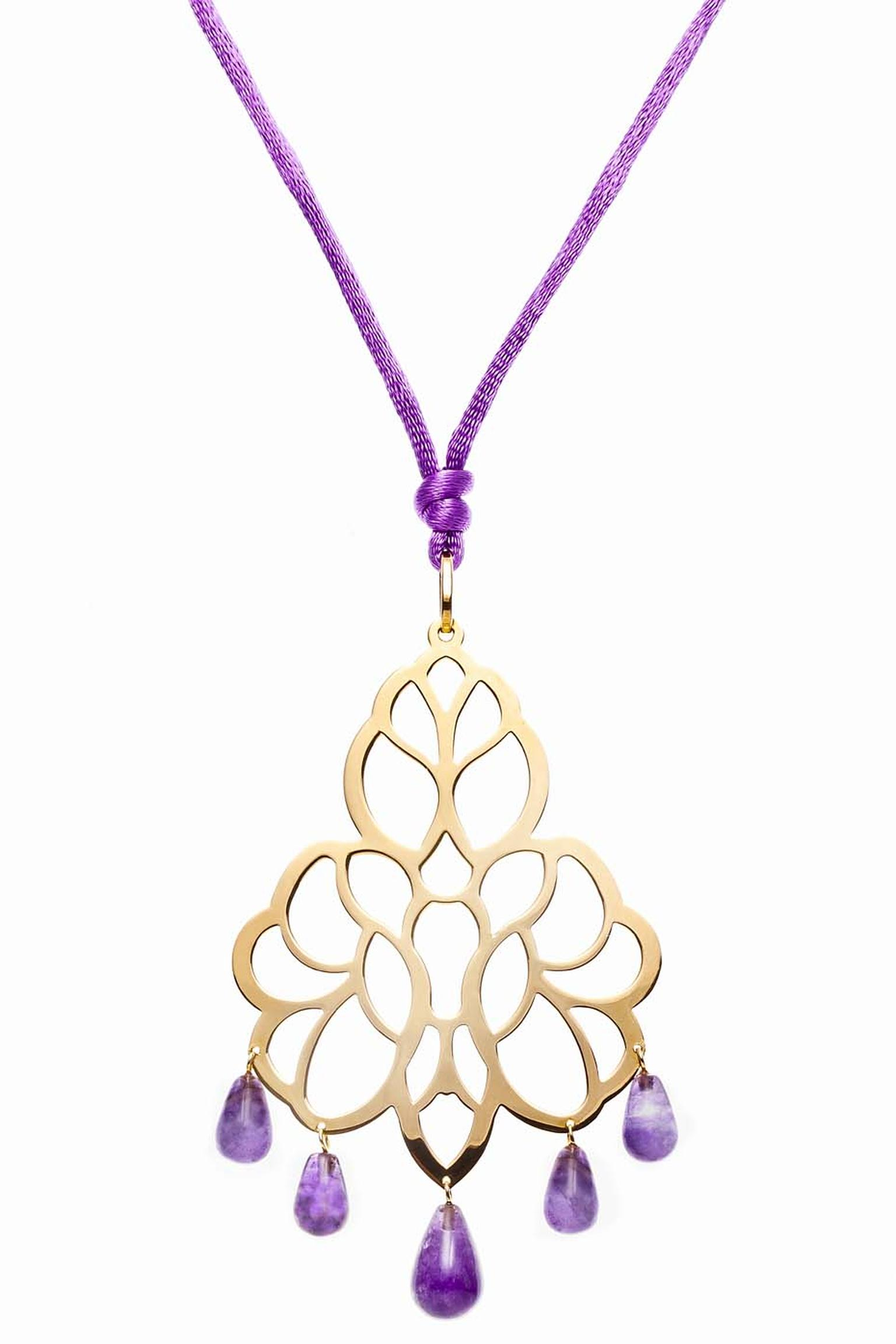 Elena C Celosías collection yellow gold pendant with gold-plated silver and five amethysts (165€).