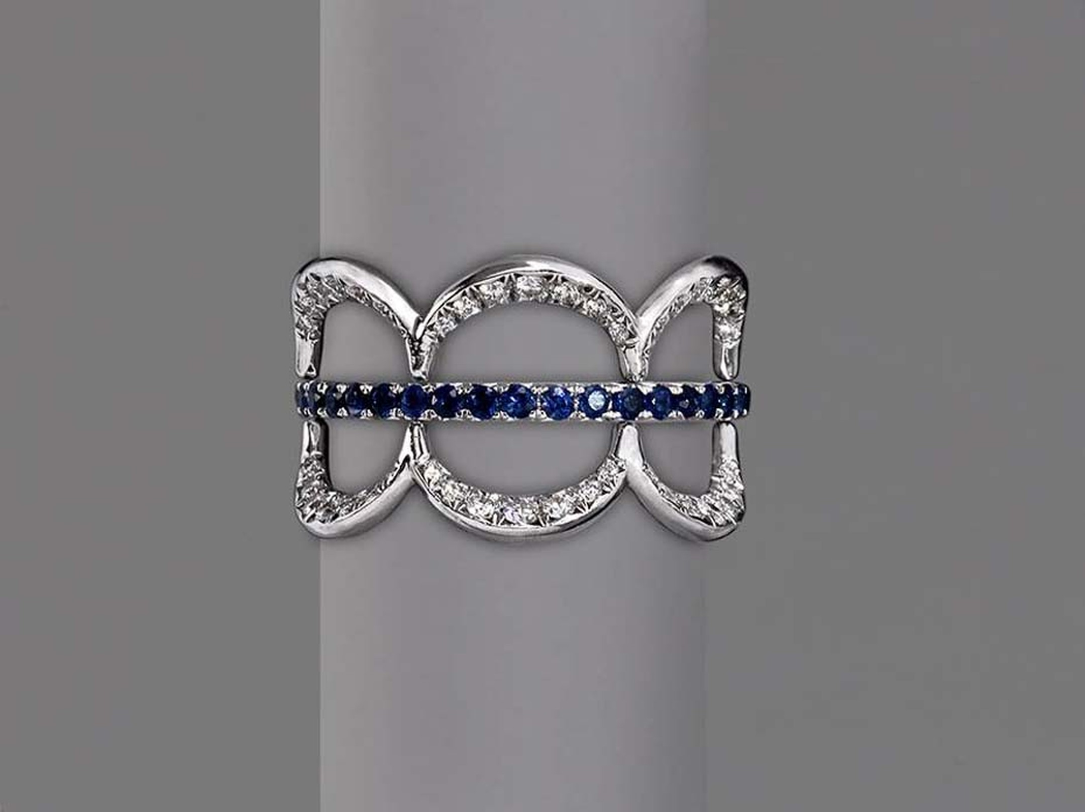Jado Crown ring in white gold with diamonds and sapphires.