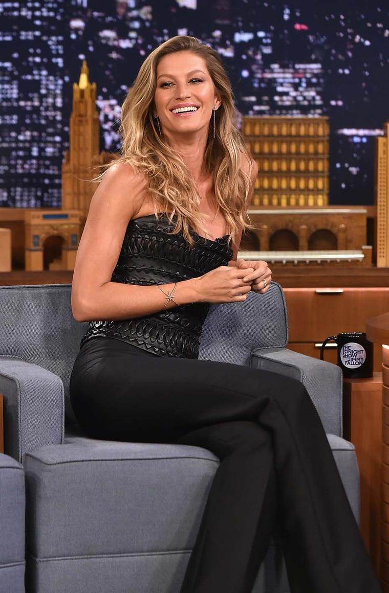 Supermodel Gisele Bündchen looked radiant in Diane Kordas Starburst cuff and earrings on Jimmy Fallon's The Tonight Show last week. Image: Getty
