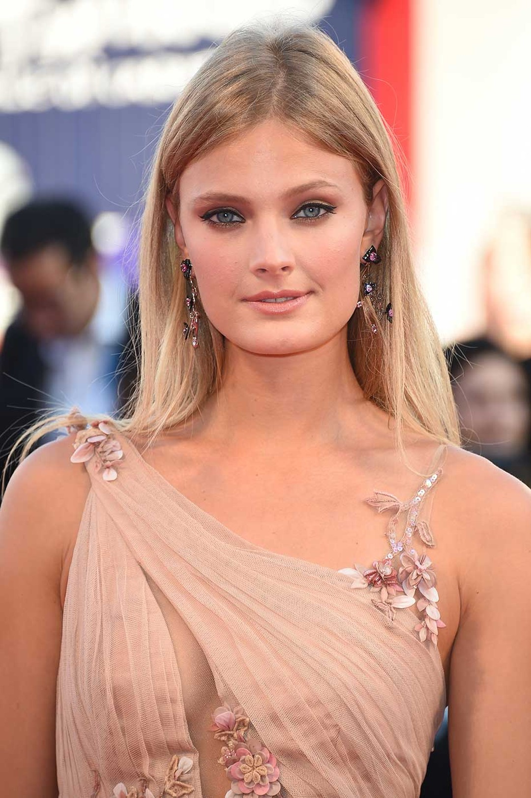 French model Constance Jablonski walked the red carpet at the Venice Film Festival 2014 in floral Chopard earrings set with onyx, heart-shaped pink sapphires, marquise-cut spinels and black brilliant-cut diamonds.