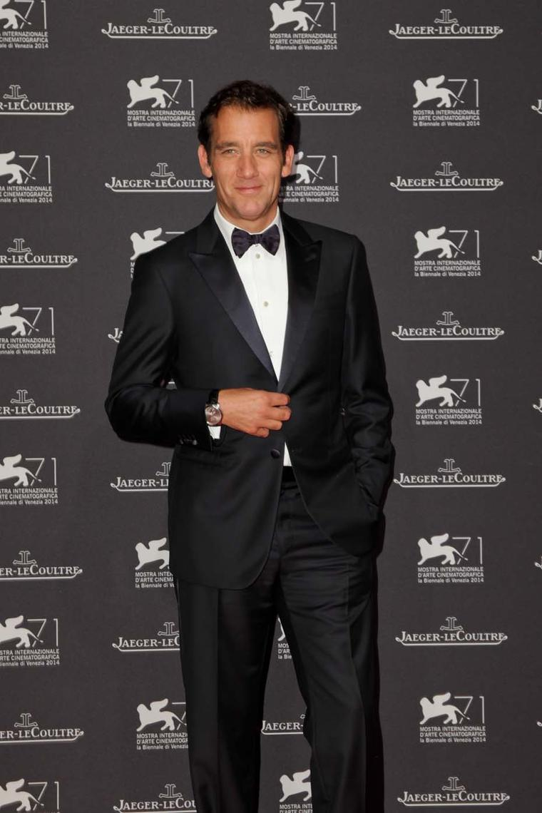 Clive Owen offers a glimpse of his Jaeger-LeCoultre watch beneath his shirt cuff during the Venice Film Festival Gala dinner.