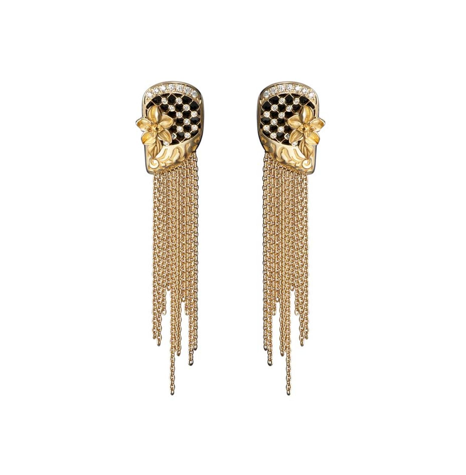 Carrera y Carrera Sierpes medium earrings in yellow gold with diamonds.