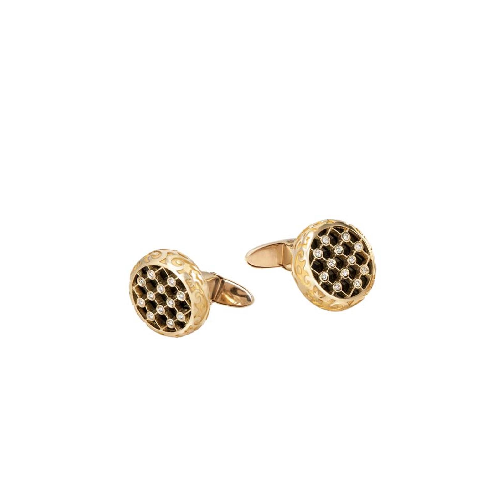 Carrera y Carrera Sierpes cufflinks in yellow gold and diamonds.