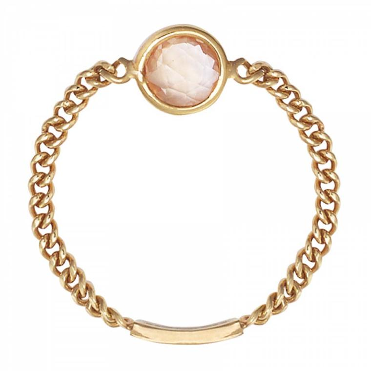 Sweet Pea rose-cut peach sapphire Chain ring in gold.